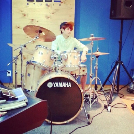 @yysbeast: Yoseobie who play drums. I would like to show you. But i don't think video can be uploaded on instagramㅜㅜㅜ bbuing /makes drum sound/