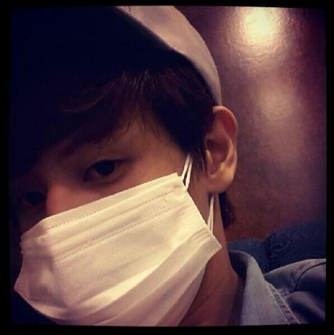 @yysbeast: Arrived! I heard that the air are not good so i am wearing two masks
