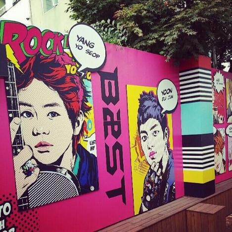 @yysbeast: Cube Cafe.. Why did Dujun's photo was from 1st album..? Why...?