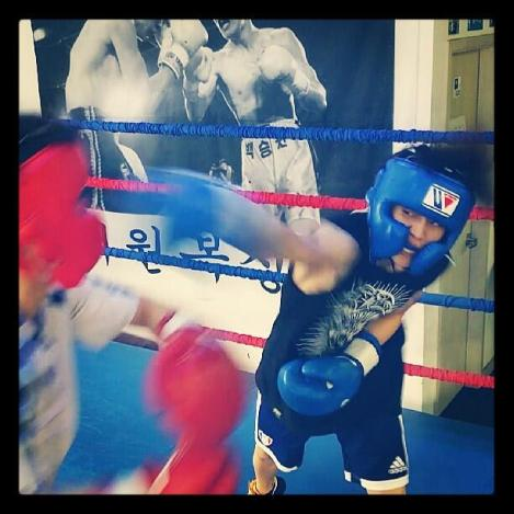 @yysbeast: Did light sparring today. I learnt a lot. You should be guarding, what are you doing left hand?. Your stomach hurts..?☆★ㅜㅜ
