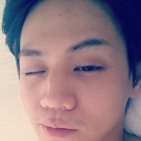 @yysbeast: My eyes opened up a bit earlier than usual. I should shave.
